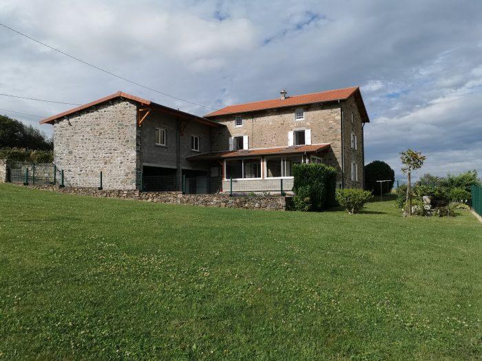 Maison en pierre avec vue panoramique à vendre à  Chénelette