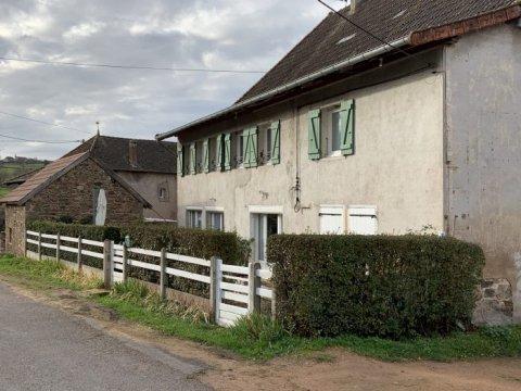 Maison ancienne à Buffières