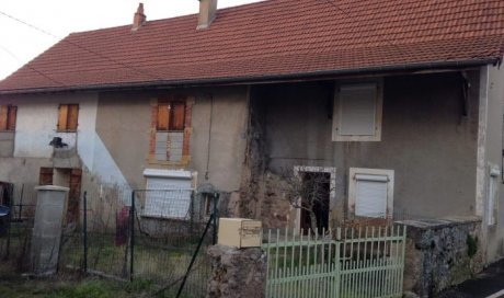 Maison à rénover à Montmelard