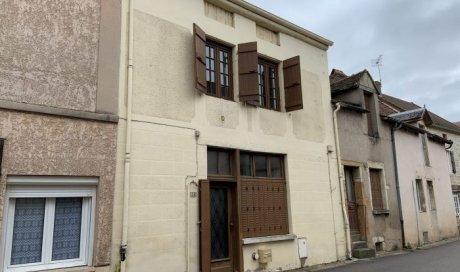 Maison mitoyenne 2 côtés Salornay-sur-Guye - 94.00 m² - 75 000 €
